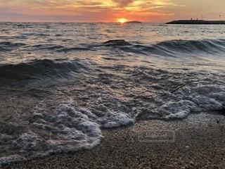 沈む夕日の写真・画像素材[1713019]