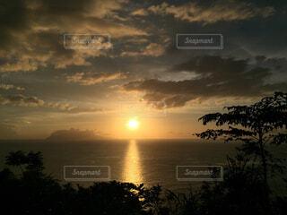海に沈む夕日の写真・画像素材[1719548]