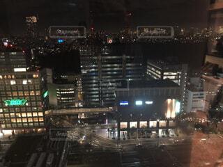 夜の新宿の街の写真・画像素材[1716216]