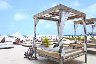 砂浜のベッドの写真・画像素材[1719429]
