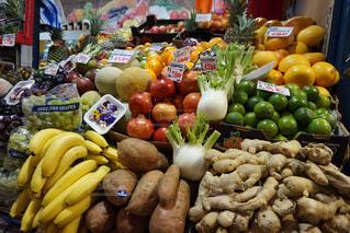 新鮮な野菜たくさんのハンガリーのマーケットの写真・画像素材[1714802]