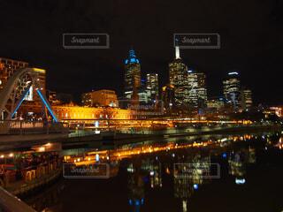 夜の街の景色の写真・画像素材[1715533]
