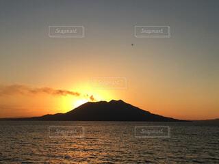 桜島に沈む夕日の写真・画像素材[2885371]