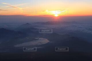 富士山頂からの日の出の写真・画像素材[1731502]