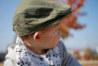 近くに帽子をかぶっている子のアップの写真・画像素材[1717927]