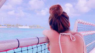 水平線を見つめる女の子の写真・画像素材[1717097]
