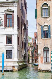 ヴェネツィアの水路地の写真・画像素材[1719172]