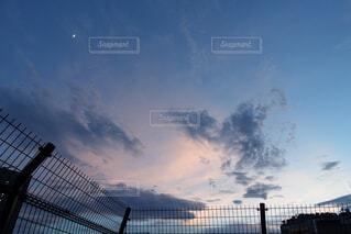 夕暮れ時の都市の景色の写真・画像素材[1726483]