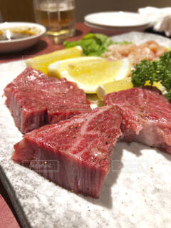 霜降り肉ステーキの写真・画像素材[1726496]