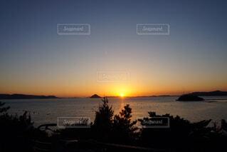 神秘的な夕日の写真・画像素材[1764447]