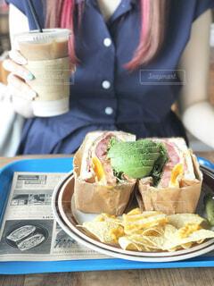 ランチでサンドイッチの写真・画像素材[2298205]