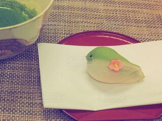 和菓子で春を感じるの写真・画像素材[1807593]