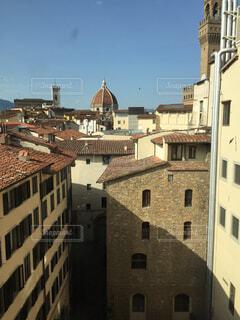 建物の側に時計城の写真・画像素材[1719841]