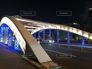 橋の上の大きな長い列車の写真・画像素材[1721938]