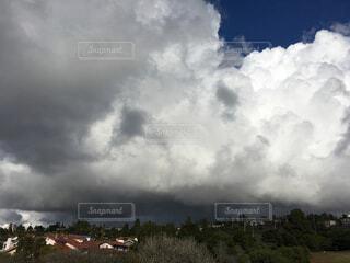大きな雨雲の写真・画像素材[1727283]