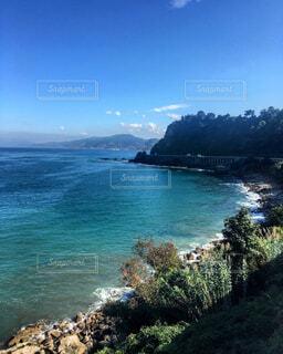 水の体の真ん中に島の写真・画像素材[1724461]