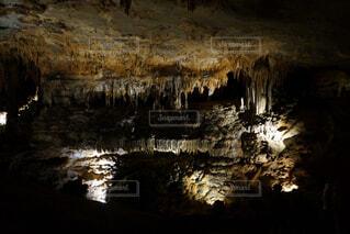 鍾乳洞の水面反射の写真・画像素材[1721431]