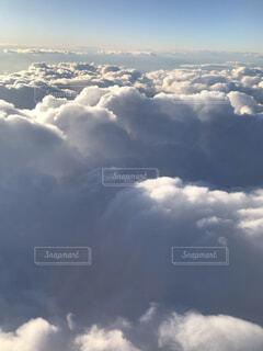 空には雲のグループの写真・画像素材[1721601]