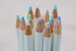 パステルカラーの色鉛筆の写真・画像素材[1731535]