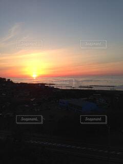 日本海に沈む夕日の写真・画像素材[1723674]