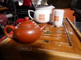 木製のテーブルの上に座ってコーヒー カップの写真・画像素材[1723804]