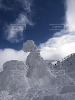 雪の空に雲のグループ カバー山の写真・画像素材[1726766]