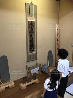 法事でのお寺の掛け軸。の写真・画像素材[1728494]