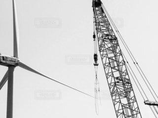 モノクロのクレーンの写真・画像素材[4555106]