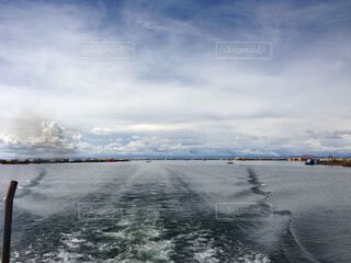 チチカカ湖を進むボートよりの写真・画像素材[1729683]
