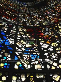 天井まで続くステンドグラスの写真・画像素材[1729803]