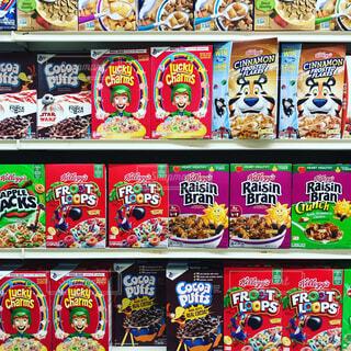 アメリカのスーパーマーケットのシリアル売場の写真・画像素材[1730428]