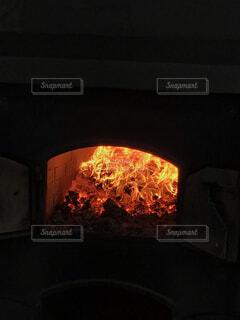 石炭の燃える窯の写真・画像素材[1730704]