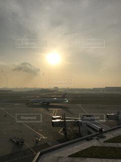 夕方の羽田空港の写真・画像素材[1730724]