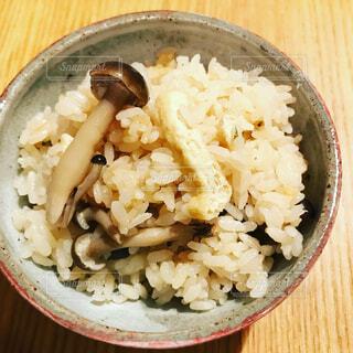 きのこの炊き込みご飯の写真・画像素材[1732299]
