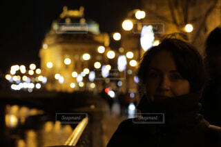 夜景と女性の写真・画像素材[1743716]