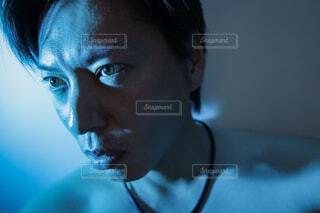 青い光の中の写真・画像素材[3230638]