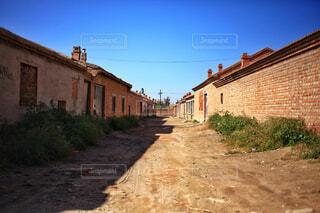 レンガの家が並ぶ通りの写真・画像素材[1742777]