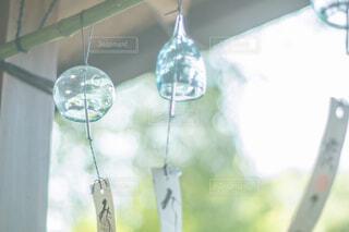 風に揺れる風鈴の写真・画像素材[1808972]