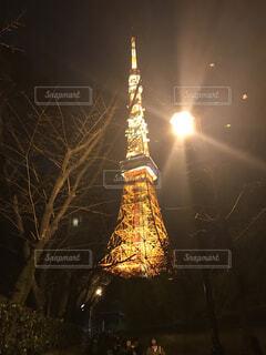 バック グラウンドで東京タワーを空に花火のグループの写真・画像素材[1736031]