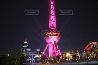 建物は夜ライトアップの写真・画像素材[1736034]