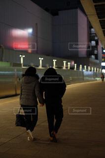 通りを歩いている人の写真・画像素材[1736582]