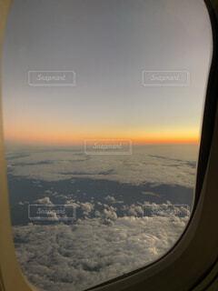 飛行機の窓の写真・画像素材[1736958]