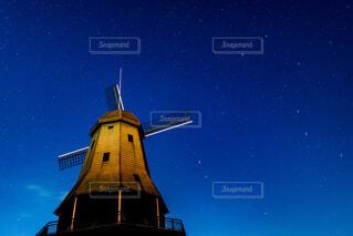 夜の風車の写真・画像素材[1737847]