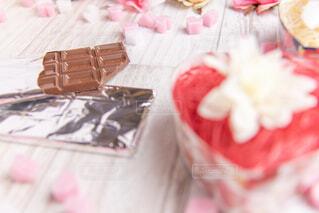 近くのテーブルにケーキのアップの写真・画像素材[1774701]
