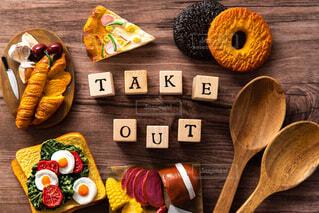 食卓の上の食べ物の写真・画像素材[3096128]