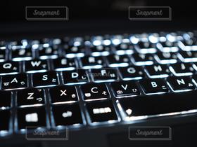 夜景,パソコン,ノートパソコン,PC,ビジネス,キーボード,バックライト,アイソレーションキーボード,イメージ