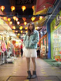 女性,1人,モデル,20代,ファッション,風景,建物,夜景,人物,横浜,中華街,横浜中華街