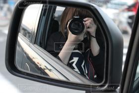 女性,1人,カメラ,自撮り,カメラ女子,車,サイドミラー,一眼レフ,canon