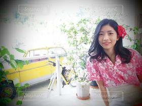 女性,1人,学生,20代,カフェ,自然,ハイビスカス,沖縄