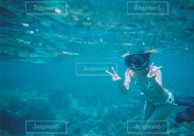 女性,1人,海,水着,沖縄,水中,リゾート,海中,シュノーケリング,スキューバ